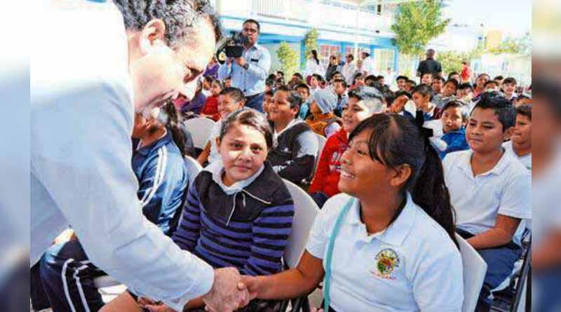 Ningún menor debe quedar sin estudiar: Carlos Mendoza