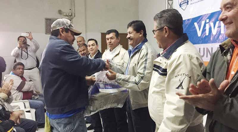 Entrega Alcalde de La Paz uniformes a 400 trabajadores de Servicios Públicos