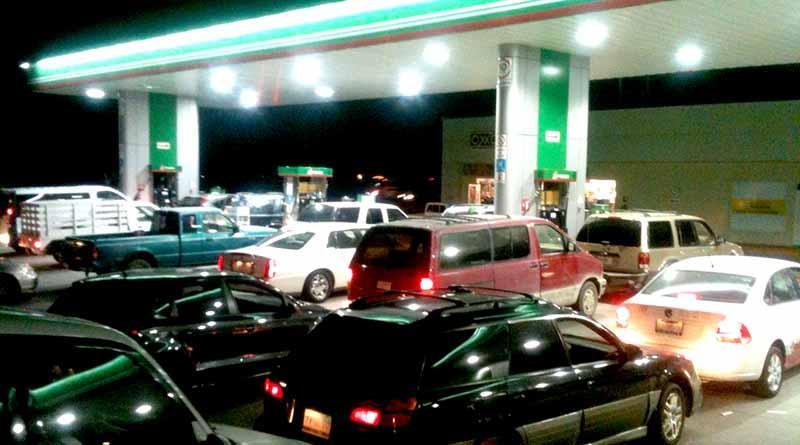 Abarrotan gasolineras en La Paz y Los Cabos, Pemex asegura que no hay desabasto
