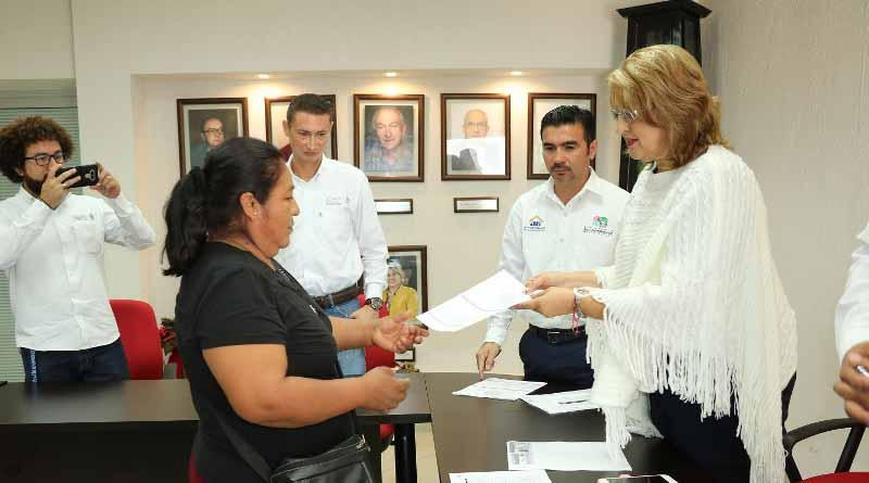 El alcalde Francisco Pelayo Covarrubias, se reunió con la directora del INVI Rosalva Cuadras