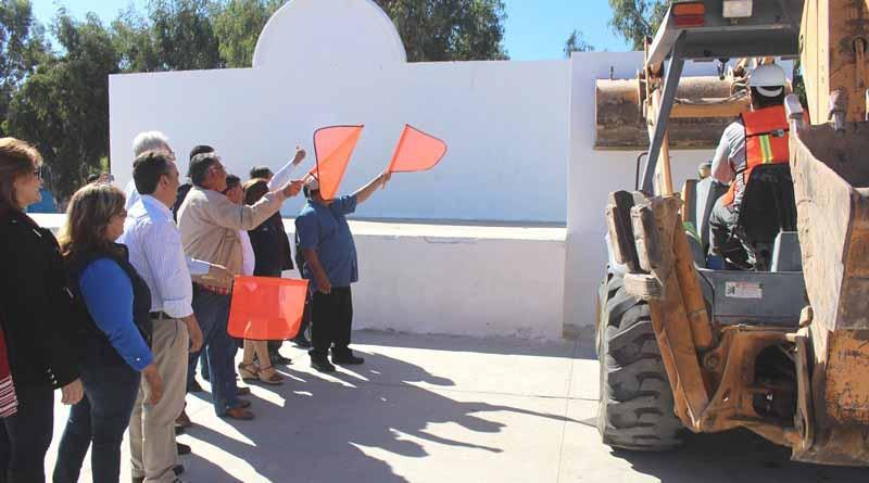 Alcalde Francisco Pelayo Pone en Marcha Trabajos de Rehabilitación de Plaza Pública de Puerto San Carlos