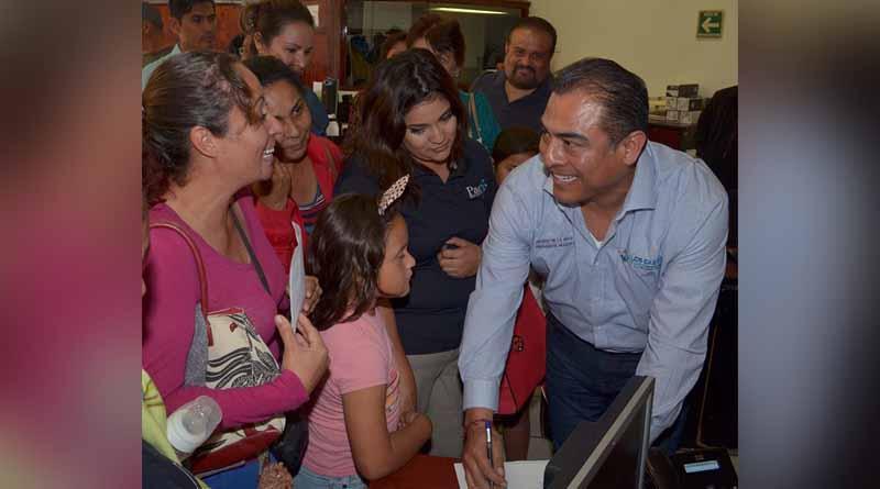 Alcalde Arturo De La Rosa atiende a ciudadanos de CSL