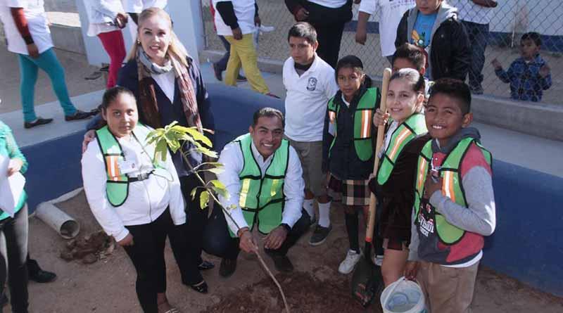 El gobierno municipal enseña a los niños y niñas sobre el cuidado del medio ambiente