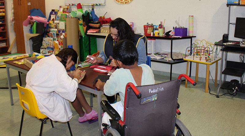 Programa de aula hospitalaria previene el rezago educativo a estudiantes con enfermedad