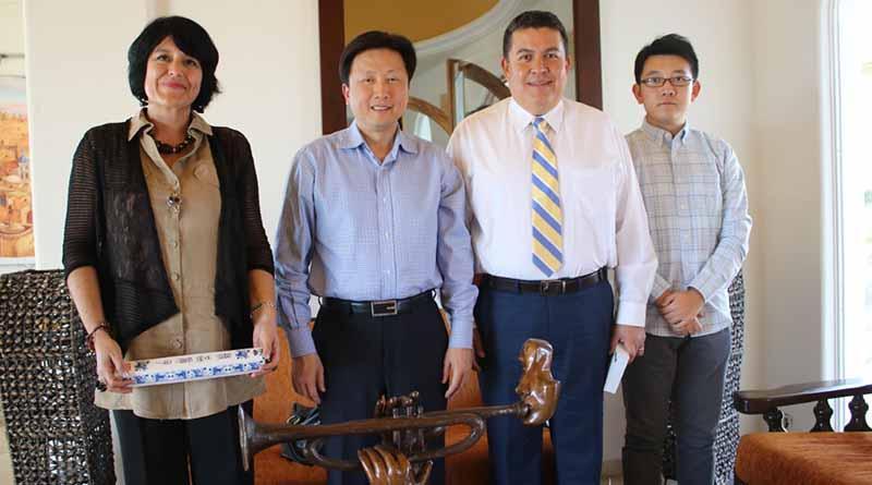 Se reúnen Rector de la UABCS y Cónsul de la República Popular China