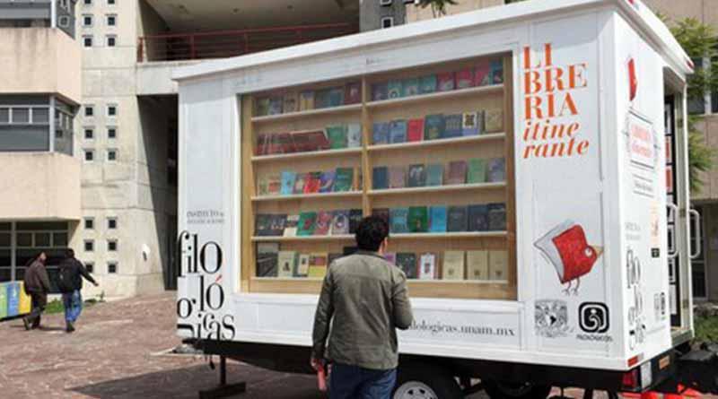 Comienza a operar librería itinerante de la UNAM