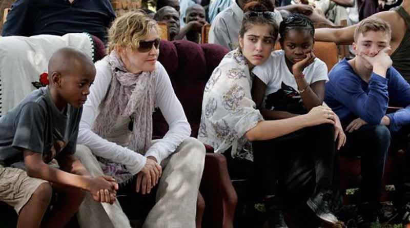 Madonna adopta gemelas de Malaui