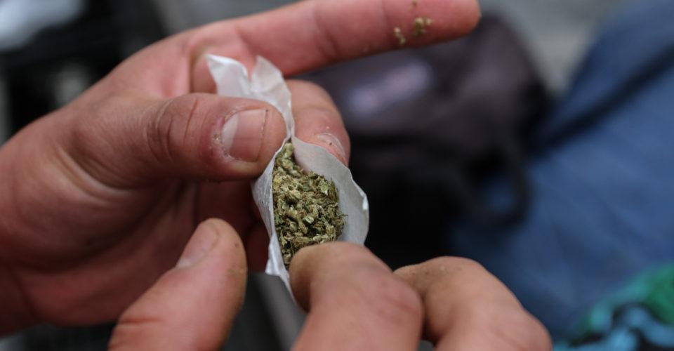 Ocho años de cárcel a detenido con maleta con drogas en compartimento oculto
