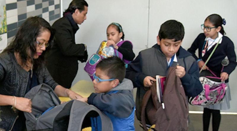 """Emitirá SEP protocolo de Seguridad Escolar que incluiría revisión """"mochila segura"""""""