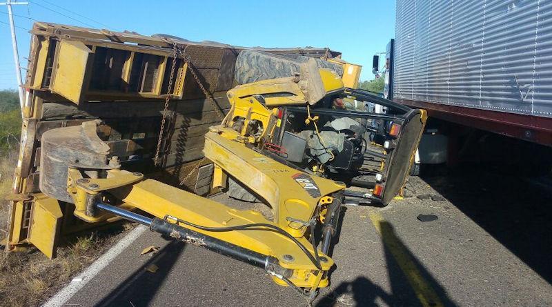 Retro excavadora provoca choque en carretera norte La Paz-Constitución