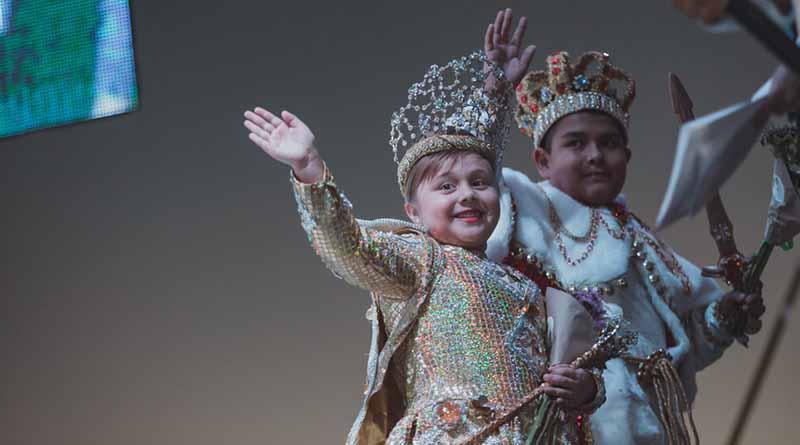 """Corona a la Corte Real Infantil del  Carnaval La Paz 2017 """"El Juego de la Vida"""""""