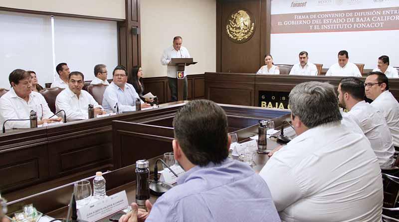 Signan convenio de difusión gobierno del estado y FONACOT