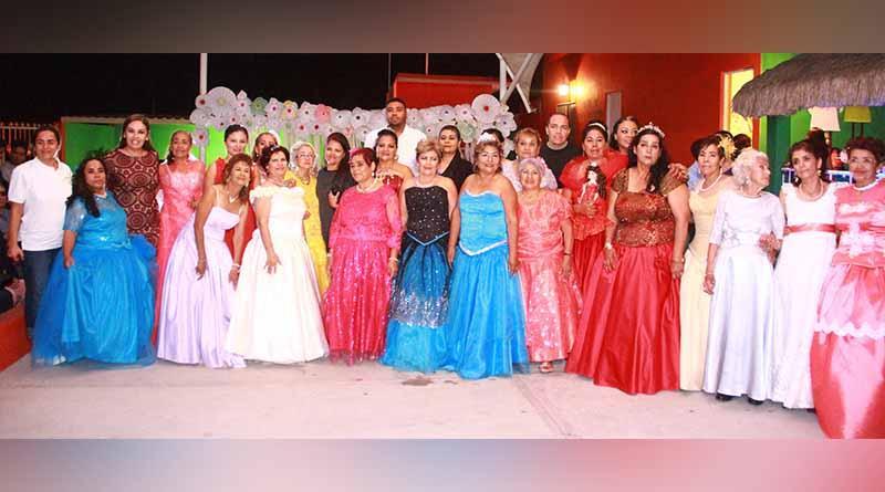 DIF Los Cabos y Casa Club San Miguel festejan a  abuelitas sus XV años
