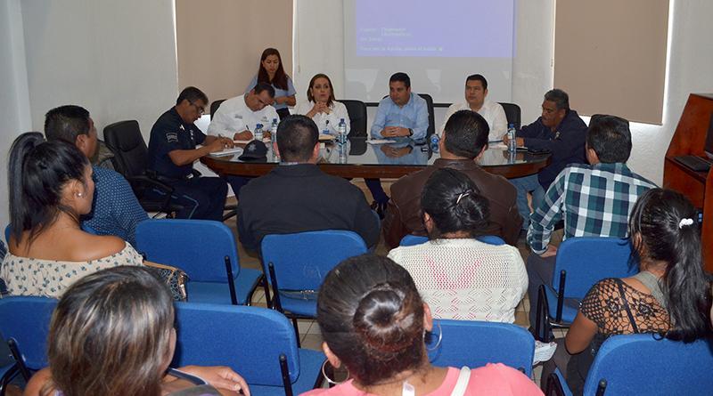 Atiende delegado de CSL a padres de familia y maestros de  escuelas de la colonia chula vista