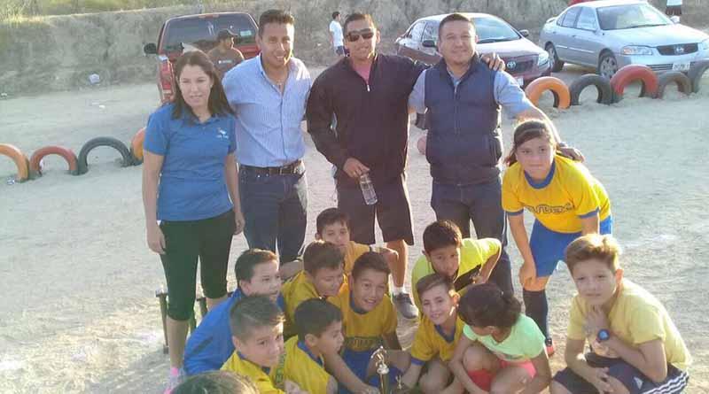 Delegación de Santiago inauguró campo de fútbol en la comunidad de matancitas