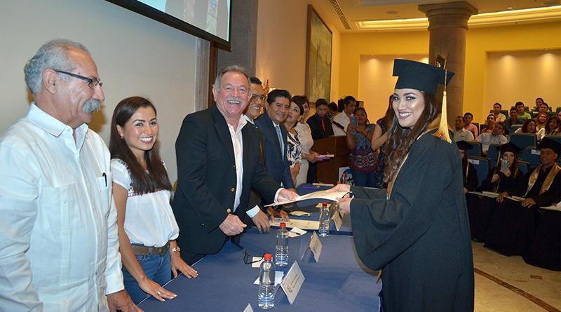 Se gradúan licenciados en derecho de la universidad autónoma de BCS, Campus Los Cabos