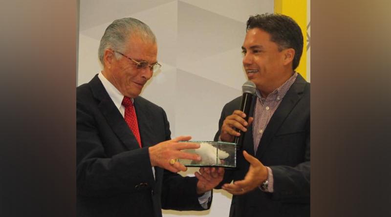 Ofrece conferencia el reconocido Abogado Juan Velázquez