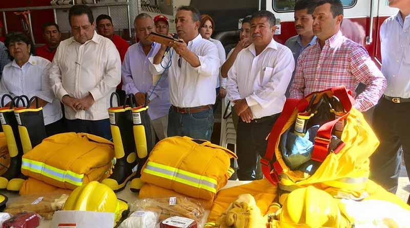 Logra Alcalde 2 Bomberas y 3  Ambulancias Para Comondú