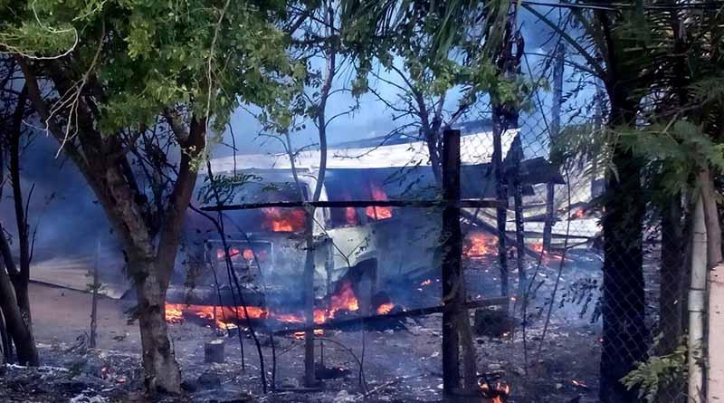 Evacuan 50 personas por incendio de taller en el vado de Santa Rosa