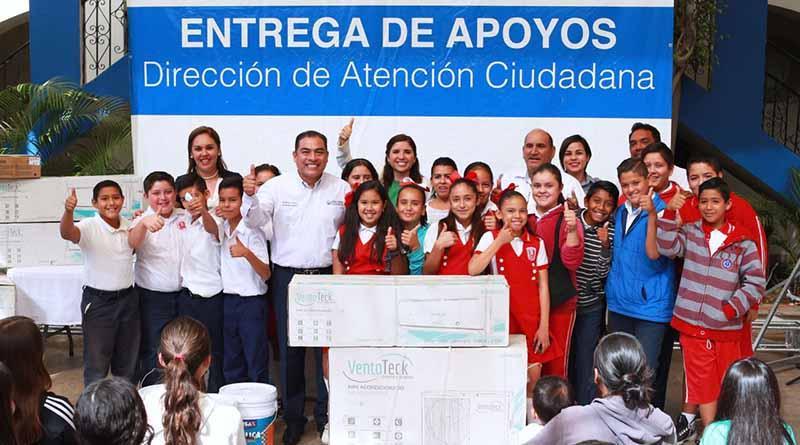 Entrega alcalde 39 apoyos a familias Cabeñas.  con una inversión de 445 mil 443 pesos