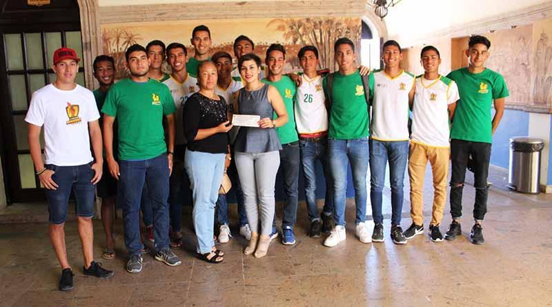 Entrega Gobierno Municipal apoyo a deportistas de de Cabo San Lucas