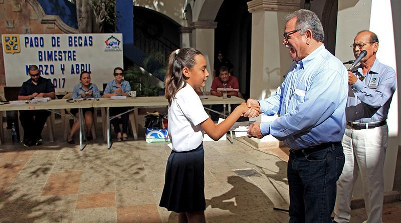 Mantiene Gobierno de Los Cabos beneficios a estudiantes