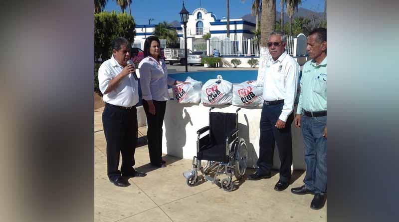 Recibe delegado de Miraflores apoyo del Club Gallístico de la comunidad