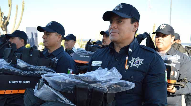 Dota Gobierno del Estado de uniformes y equipo táctico a la Policía Estatal Preventiva