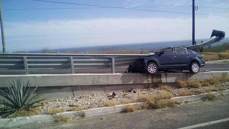 Fallece persona al estrellarse contra muro de contención en puente de CSL