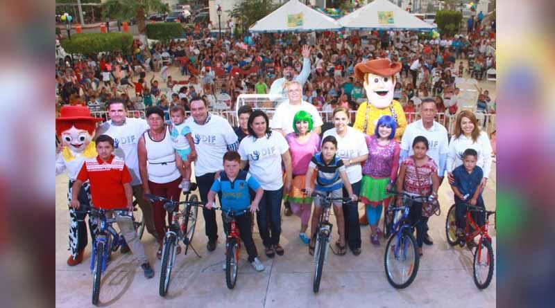 Cientos de niños en Miraflores disfrutan de festival organizado por DIF Los Cabos