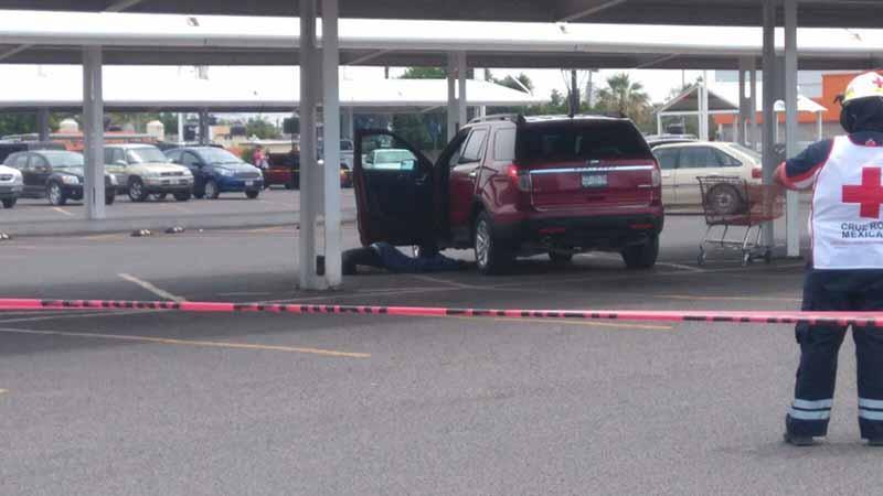 Ejecutan a un hombre en estacionamiento de Chedraui en La Paz