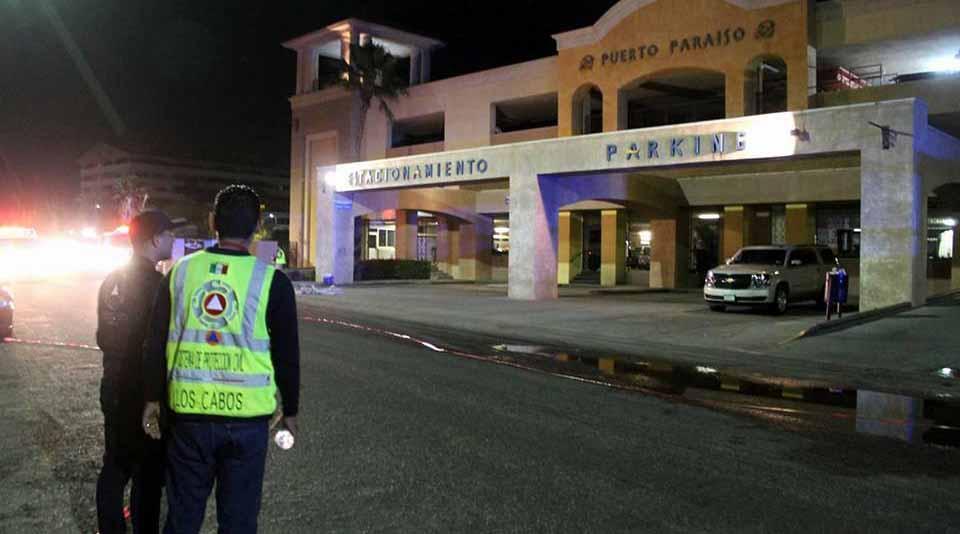 Tras incendio, empiezan a entregar autos sin daños en estacionamiento de plaza comercial