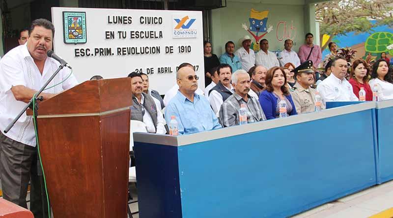 "Encabeza Alcalde Francisco Pelayo Lunes Cívico en Primaria ""Revolución de 1910"""