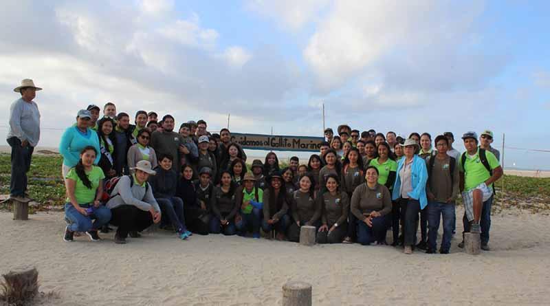 La dirección de ecología y estudiantes del ITES señalizaron el cerco de anidación de gallito marino