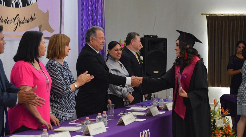Culminan carrera 64 alumnos de La Universidad Mundial Campus Los Cabos