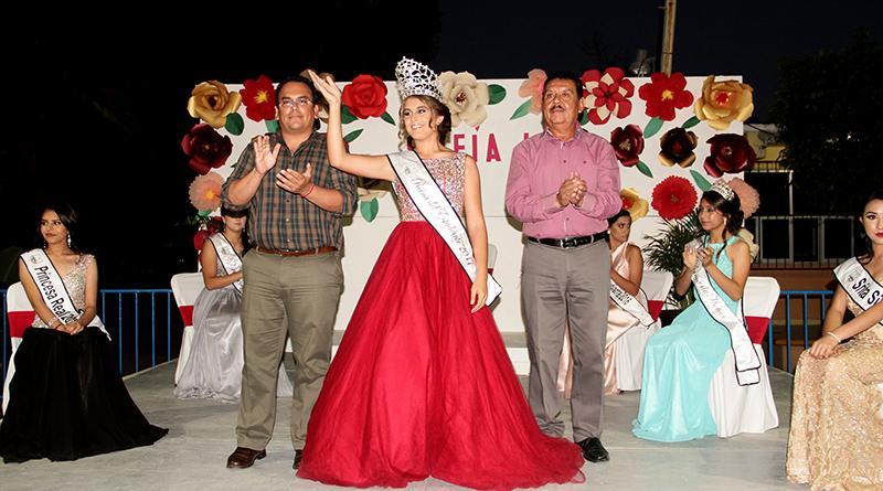 Coronan a SOFÍA I como Reina del estudiante de la Secundaria Antonio Mijares