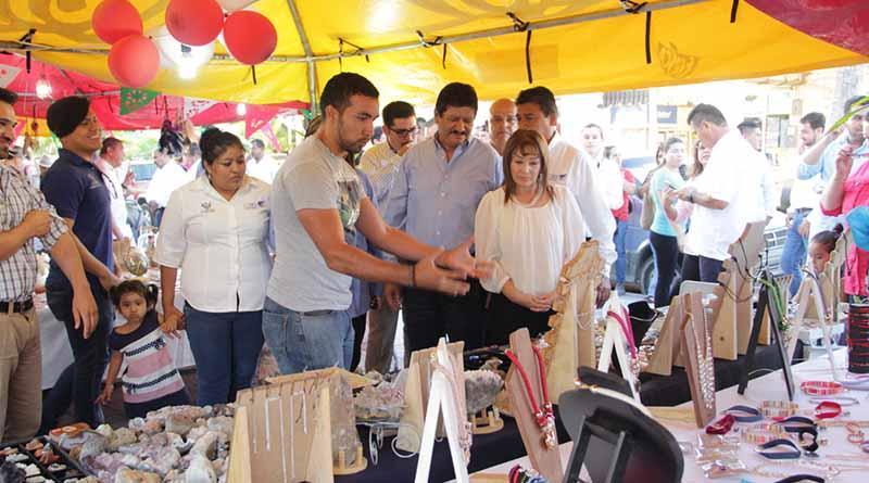 Ofrecen venta de productos regionales, en las fiestas de Fundación de La Paz