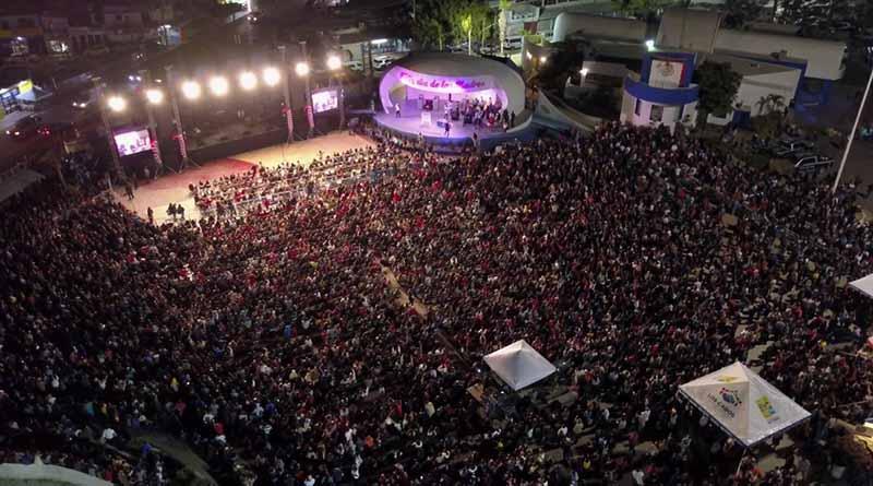 Regala DIF Los Cabos noche mágica a madres del municipio con presentación de Marisela
