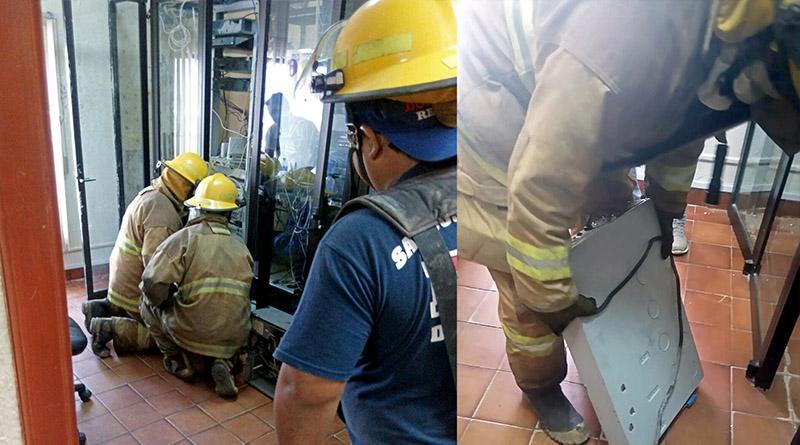Evacúa Protección Civil por alerta de residuos tóxicos a usuarios y personal administrativo en Tesorería Municipal