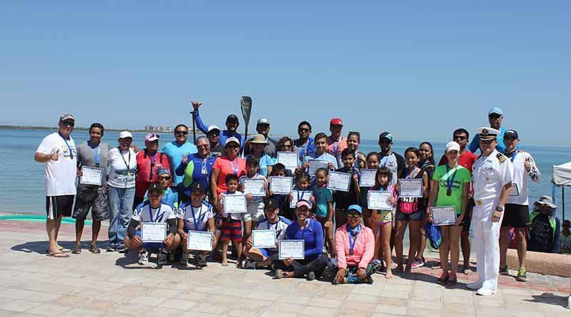 Ganadores de la regata de kayak del Día de la Marina