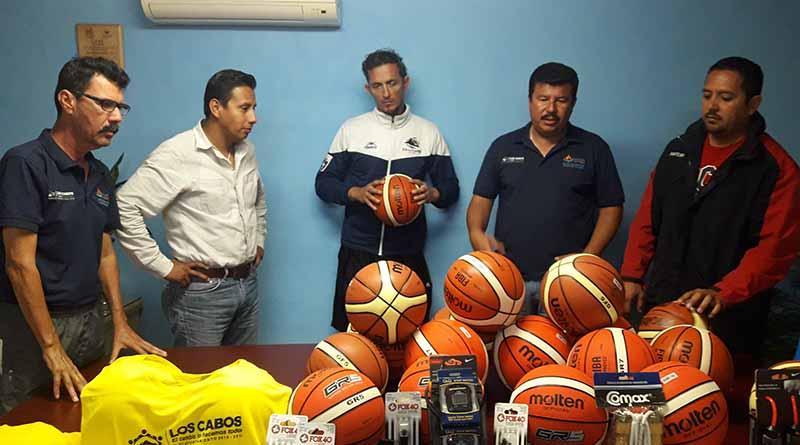 Instituto del deporte del XII Ayuntamiento de Los Cabos hace entrega de material deportivo