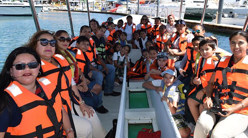 Protectores ambientales infantiles conviven con la naturaleza en recorrido por bahía de Cabo San Lucas