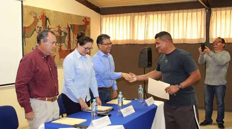 Entrega SECTUR constancias de capacitación turística en Loreto y Comondú