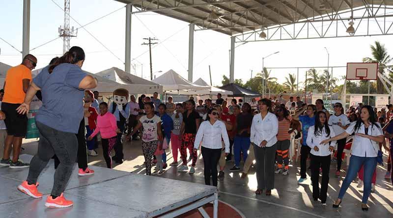 Participan más de 300 personas en activación física, zumba y futbol rápido en el parque de la Lázaro Cárdenas