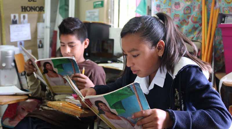 """Alumnos de educación básica reciben el pago de beca """"Acercate a tu Escuela"""""""