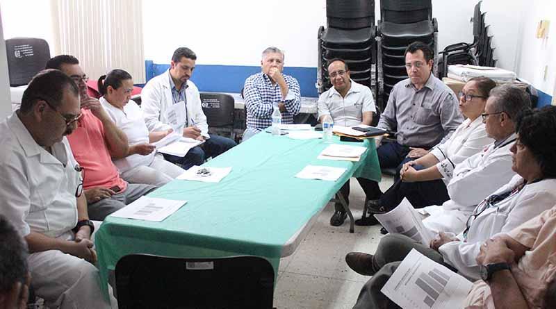 Sector salud de BCS refrendó su alto compromiso social durante choque carretero: George Flores