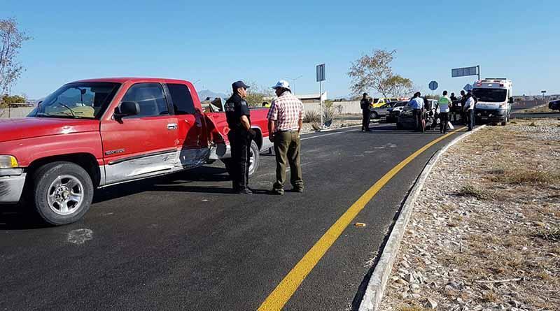 Fuerte accidente en entronque de aeropuerto deja varios lesionados
