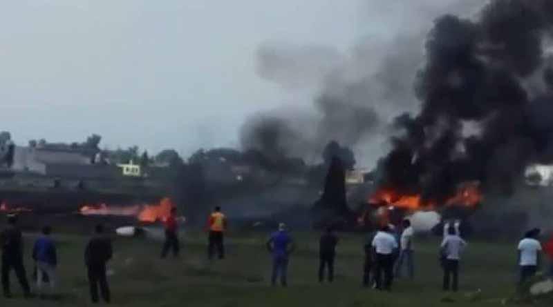 Se desploma avioneta en Toluca y deja dos muertos