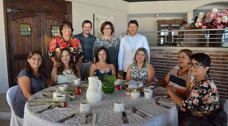Festejo para las madres de familia del Congreso del Estado