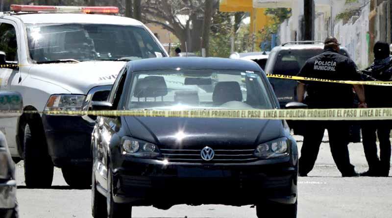 Asesinan a balazos a joven dentro de carro… afuera de funeraria en SJC